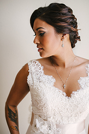 Porrtrait of the bride with tattoo on her arm