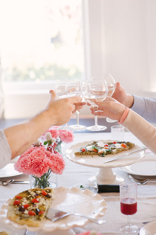 Valentine 39 s day dinner party pictilio for Valentine day dinner party ideas