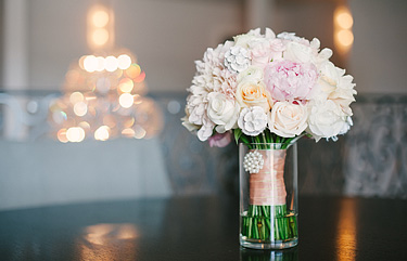 Bride's bouquet of pastel colors.