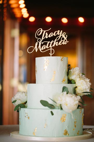 Gold and sage green wedding cake at Thomas Fogarty Winery