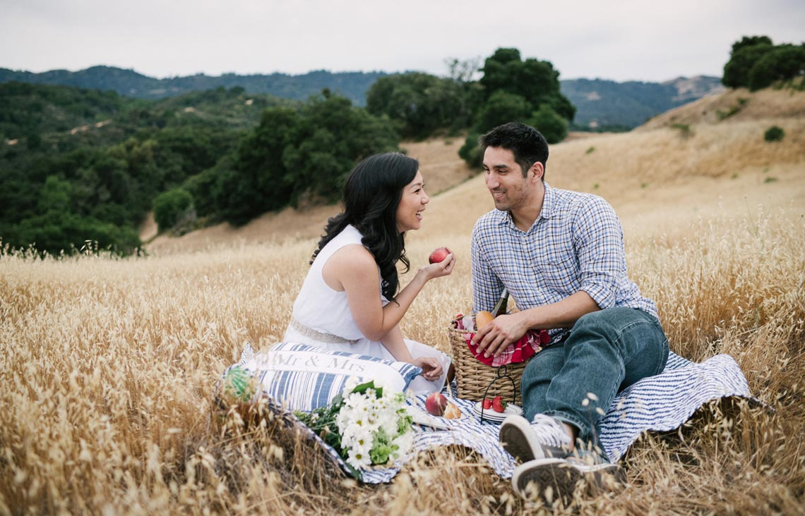 Relaxed engagement photos in Palo Alto