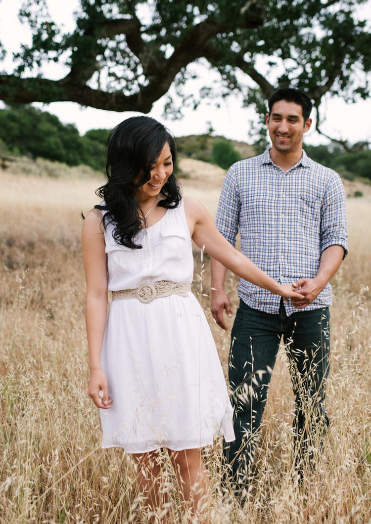 Romantic engagement portraits in Palo Alto. Lifestyle pictures of a couple outdoors.