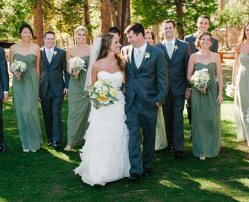 Bride and groom with wedding party - lifestyle photography by Pictilio